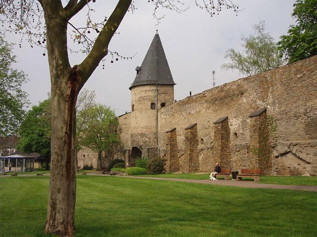 Die Stadtmauer in Andernach, Rheinland-Pfalz